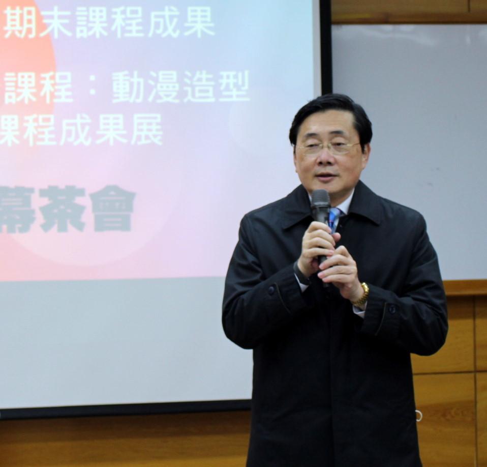 東華大學趙涵㨗校長為開幕茶會致詞並稱讚同學的「似顏繪」作品